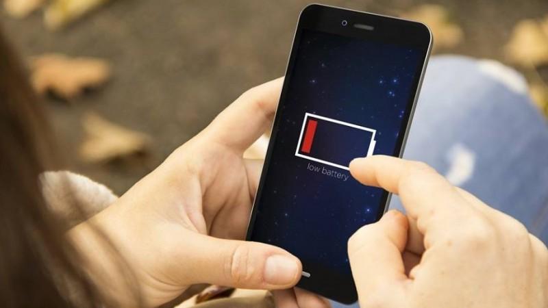 Ilustrasi charge ponsel
